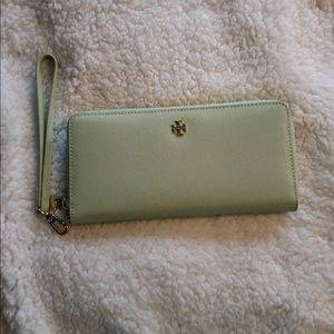 TORY BURCH  Wallet Wristlet  Light Umber Leather